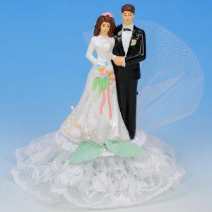 Bruidspaar Kunststof C - op voetje met tule en bloemetjes