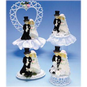 Klassieke porseleinen bruidsparen op kunststof plateau.