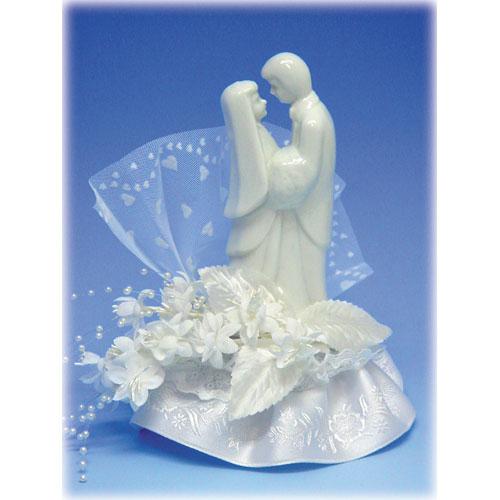 Bruidspaar Porselein F - op voetje met bloemen en tule