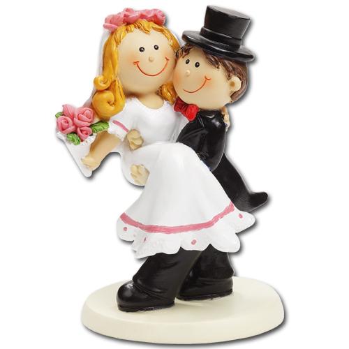 Medium Bruidspaartje: Bruidegom houdt Bruid vast