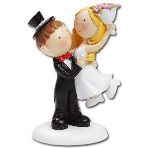 Medium Bruidspaartje - Bruidegom tilt bruid op